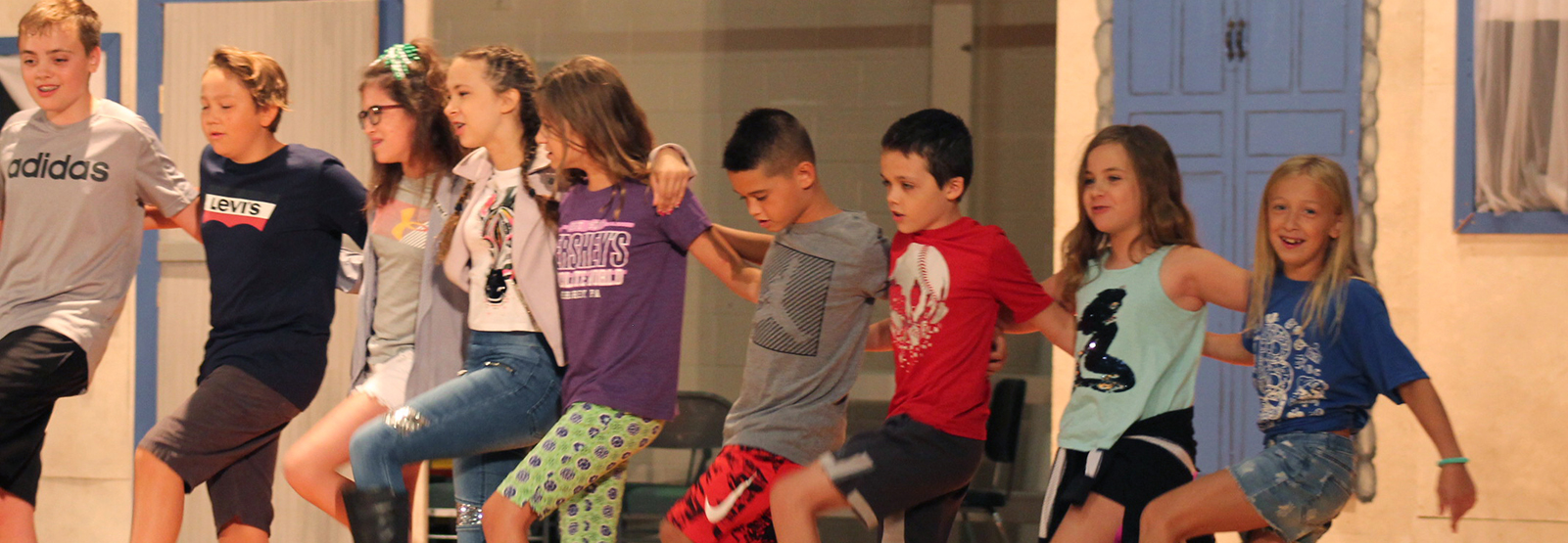 student performers rehearse for Mary Poppins Jr.